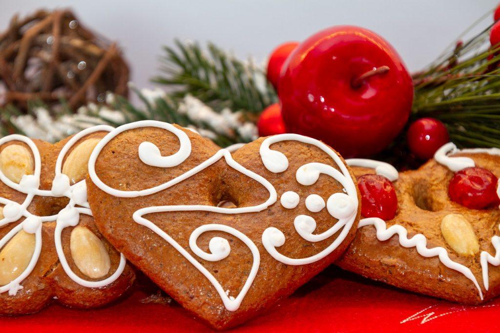 Vegan gingerbread cookies for guilt-free Christmas treats